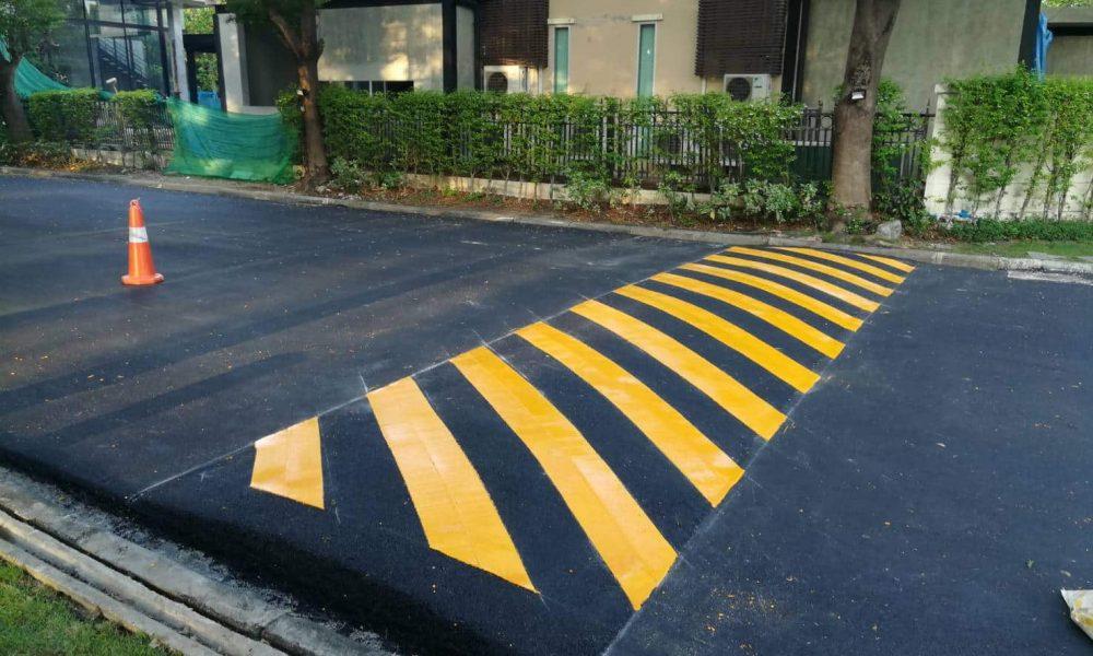 งานตีเส้นถนนสีเหลือง