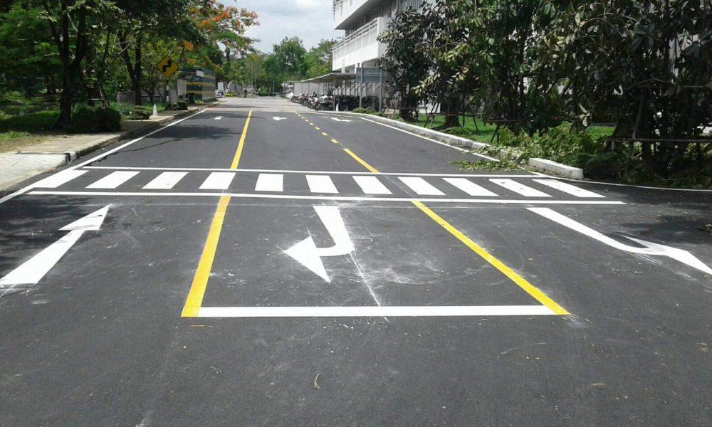 ตัวอย่างงานตีเส้นถนน