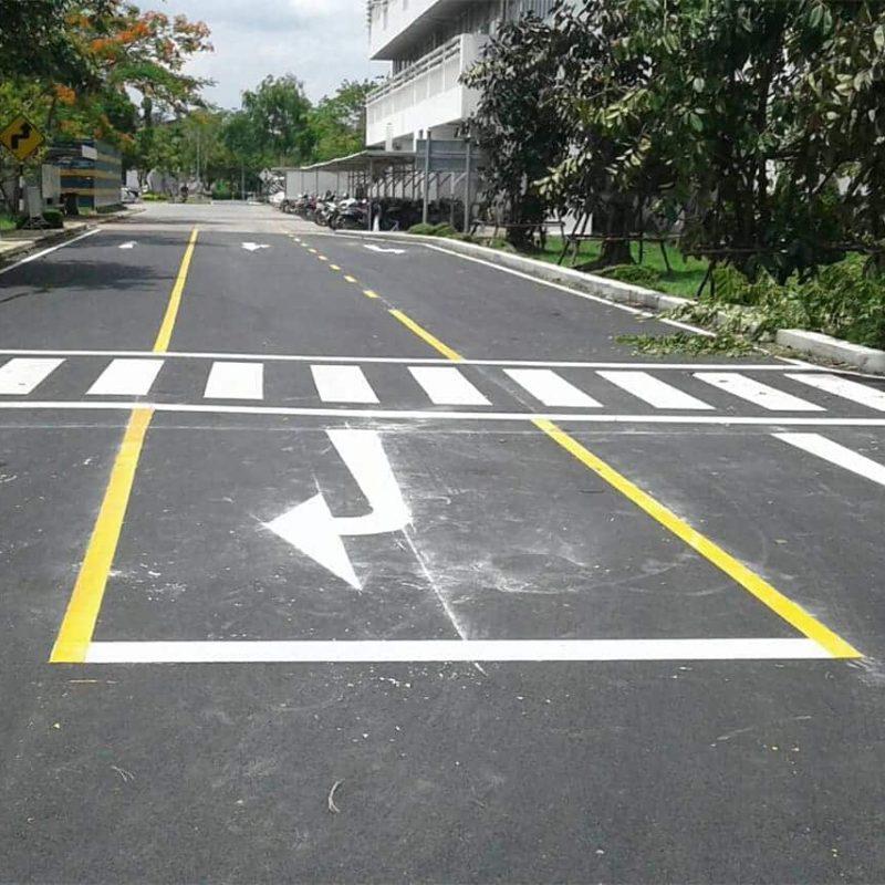 ตัวอย่างงานตีเส้นถนนพร้อมทางม้าลาย